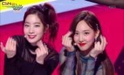 Tải nhạc hình hay Likey (Music Bank Comeback Stage Live) mới online